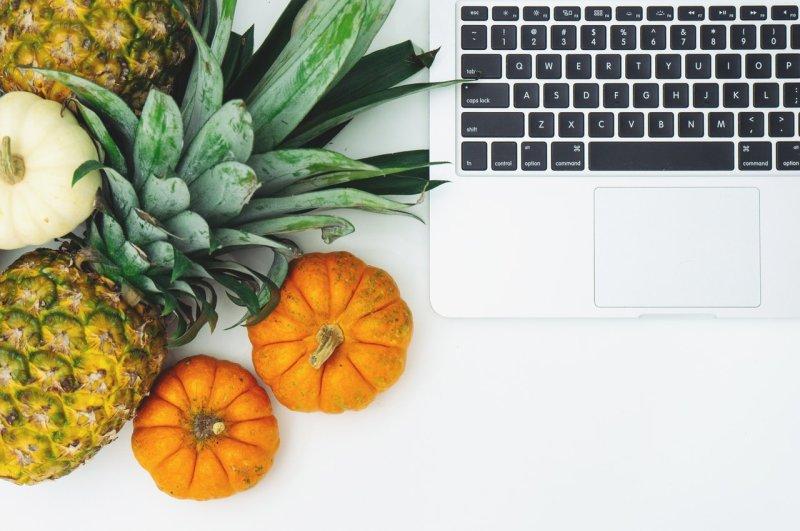 Dieta online. Czy to dobry model odzywiania podczas pracy zdalnej i hybrydowej