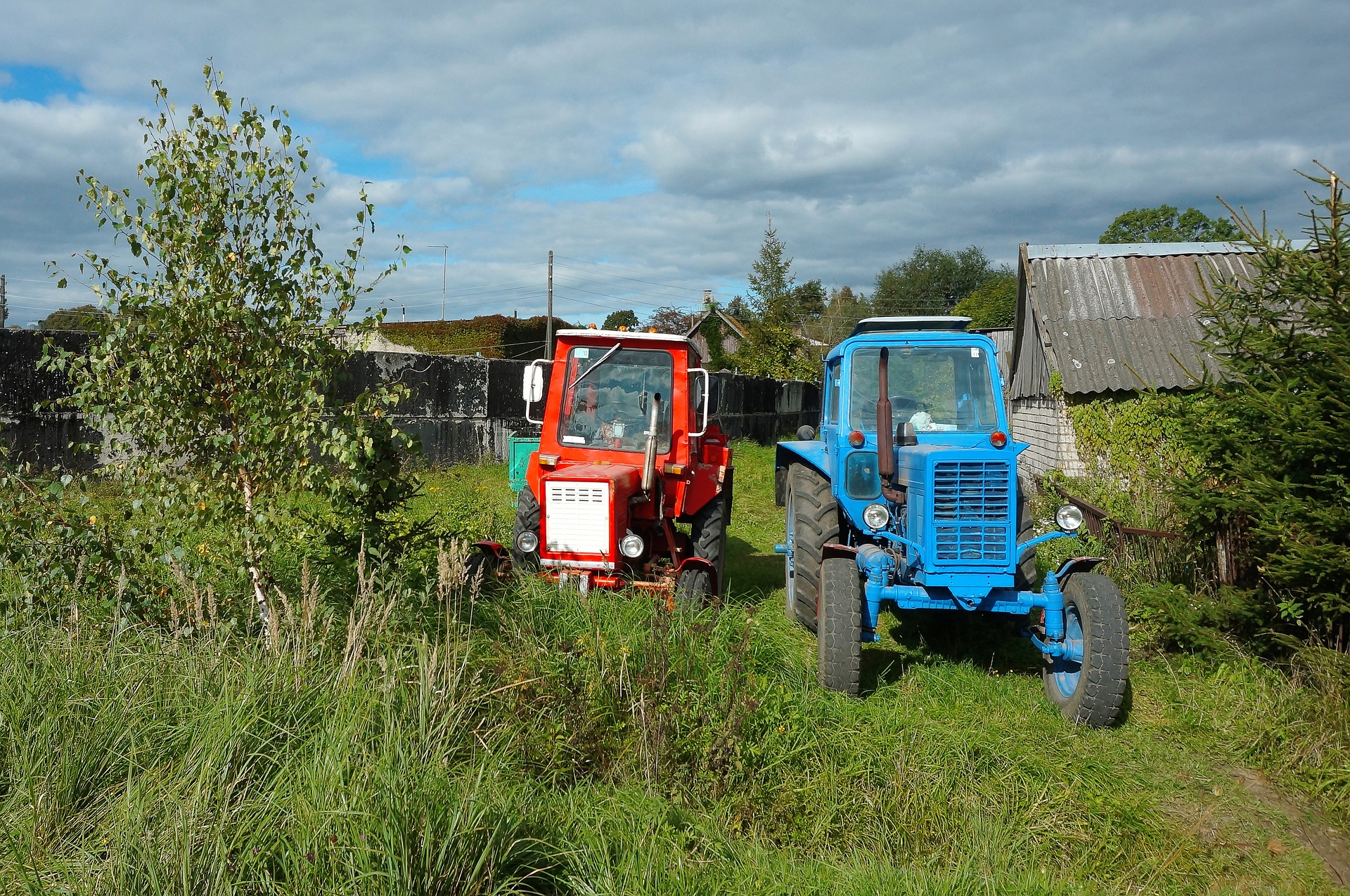 tractor-blue-3262266_1920