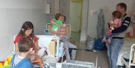 Rodzina nielegalnych imigrantów z czwórką małych dzieci uratowana w Bieszczadach. Dzieci miały gorączkę, były przemoczone i głodne