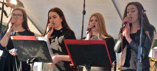 Mazurek Dąbrowskiego i wspólne śpiewanie pieśni patriotycznych na brzozowskim Rynku (ZDJĘCIA)