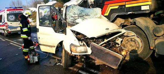 AKTUALIZACJA / TRAGEDIA W BIRCZY: Zderzenie tira z busem. Nie żyją dwie osoby (ZDJĘCIA)