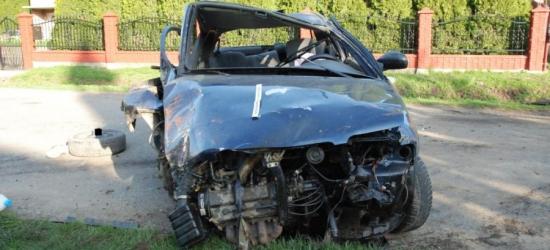 REGION: Tragiczny wypadek. Nie żyje 22-latek. Dwaj inni młodzi podróżujący byli pijani (ZDJĘCIA)