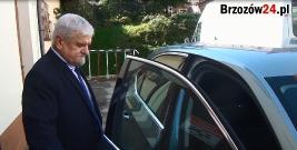 """,,Uciekający"""" przewodniczący Rady Miejskiej. W taki sposób na pytania dziennikarzy odpowiada się w Brzozowie? (FILM)"""