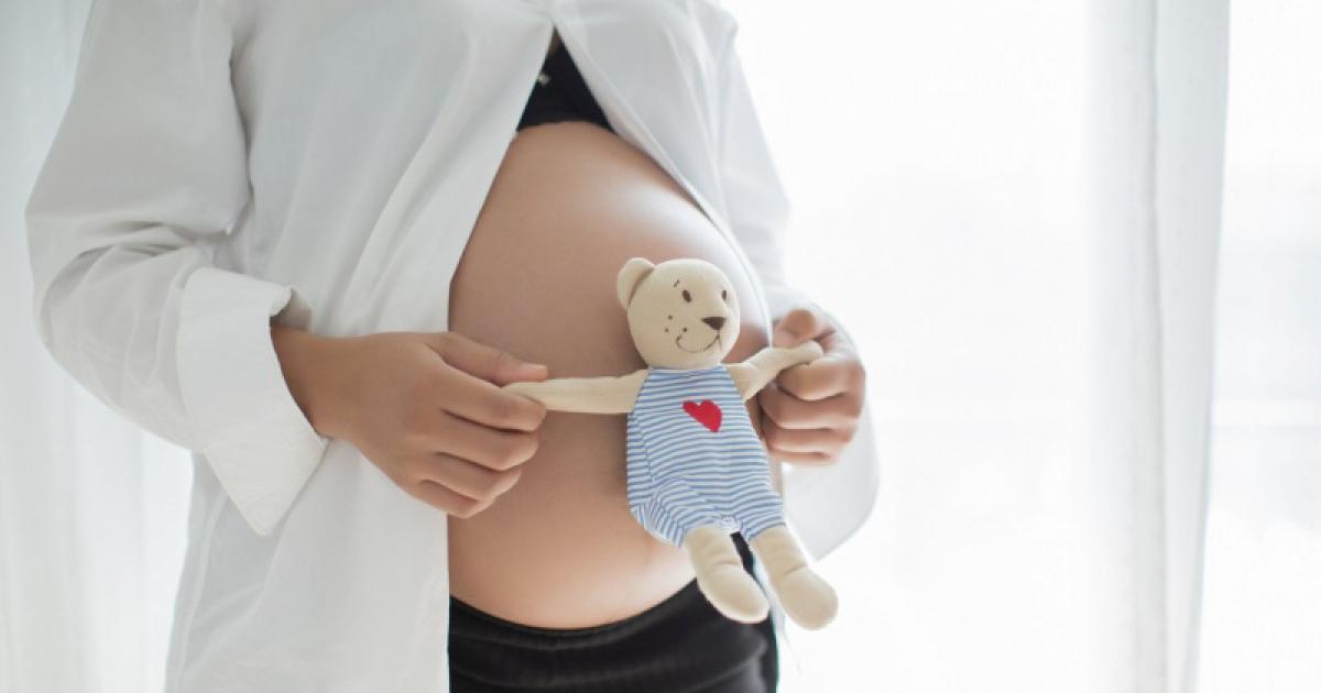 Wszystko dla mamy po porodzie: wkładki, podkłady poporodowe i majtki siateczkowe. Zobacz, jakie wybrać