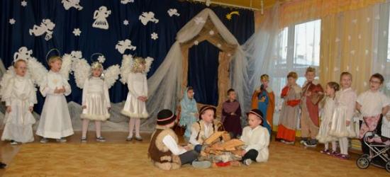 Przedszkolaki z Brzozowa wcieliły się w role aniołów, pasterzy i mędrców (ZDJĘCIA)