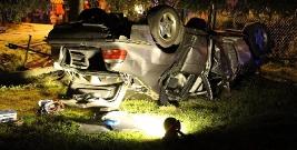 Pijany kierowca ściął ogrodzenie i wylądował na dachu. Podróżowała z nim mieszkanka powiatu brzozowskiego (FILM, ZDJĘCIA)