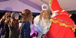 Święty Mikołaj odwiedził brzozowski rynek i obdarował dzieci prezentami (ZDJĘCIA)