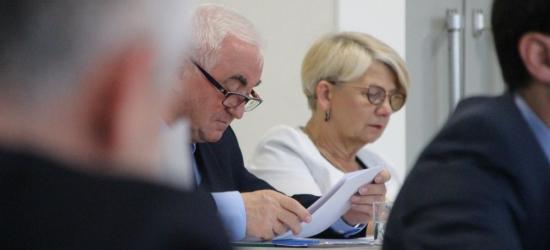 BRZOZÓW: Jednogłośne głosowania zdominowały sesję rady miejskiej (ZDJĘCIA)