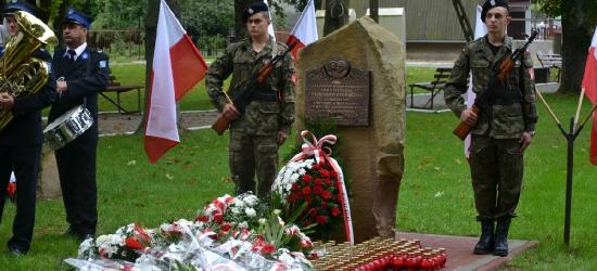 Odsłonięto tablicę upamiętniającą ofiary katastrofy pod Smoleńskiem (ZDJĘCIA)