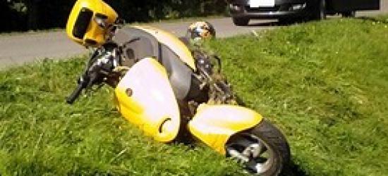 Pijany motorowerzysta wjechał do rowu