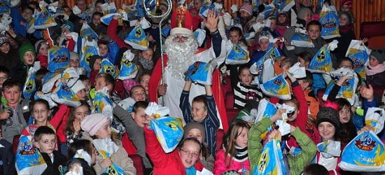 Policjanci pomagali Świętemu Mikołajowi (ZDJĘCIA)