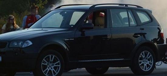 POLICJA: Zderzenie renault z BMW. Dym z bagażnika
