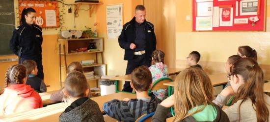 Policyjna edukacja dla bezpieczeństwa. Spotkania z najmłodszymi i najstarszymi (ZDJĘCIA)
