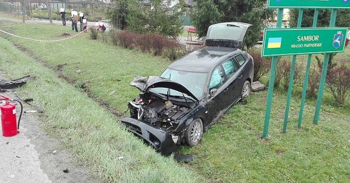 Kierując fiatem wypadł z drogi. Prawo jazdy ma niespełna 4 miesiące (ZDJĘCIA)