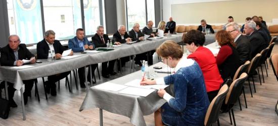 Sporo ciekawych tematów podczas przedświątecznej nadzwyczajnej sesji RM w Brzozowie (ZDJĘCIA)