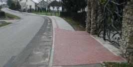 Piesi mogą czuć się bezpieczniej. Nowe chodniki w gminie Domaradz (ZDJĘCIA)