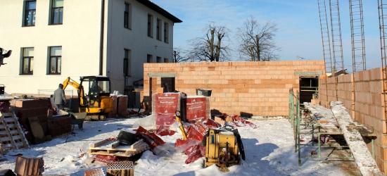 Fundamenty i pierwsze ściany już są. Zakończenie budowy sali gimnastycznej SOSW zaplanowano na jesień (ZDJĘCIA)
