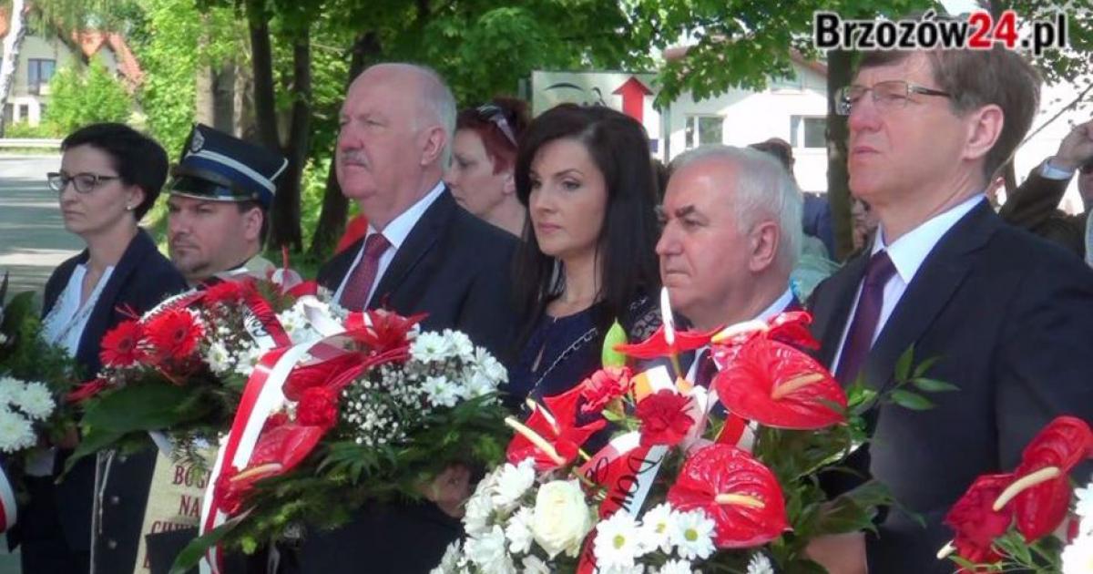 """Biało-czerwony Brzozów uczcił święto konstytucji. """"Brzozowianie zdali egzamin z bycia lokalnym patriotą"""" (VIDEO)"""