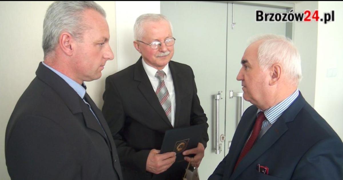 Wdzięczność mieszkańców Górek. Janusz Cecuła uhonorowany za zaangażowanie w budowę długo oczekiwanej drogi (FILM, ZDJĘCIA)