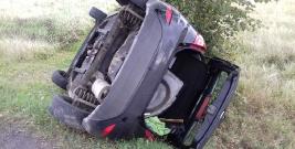 Dachowanie samochodu w Humniskach, 24-latek odniósł obrażenia i został przewieziony do brzozowskiego szpitala (ZDJĘCIA)