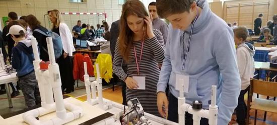 Sukcesy uczniów z Grabownicy Starzeńskiej. Zbudowali super robota! (ZDJĘCIA)