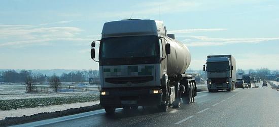 Kontrole ciężarówek i autobusów. Ponad 50 pojazdów nie dopuszczono do dalszej jazdy