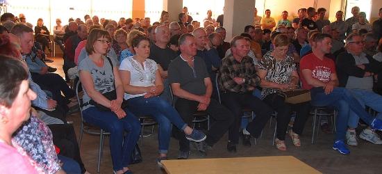 W Starej Wsi rozmawiali o kanalizacji. Na spotkaniu około 200 osób (ZDJĘCIA)