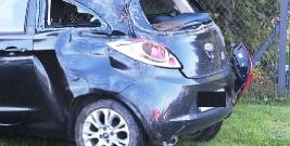 TURZE POLE: dachowanie samochodu poza jezdnią w przydrożnym rowie (ZDJĘCIA)