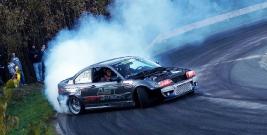 Szybkie samochody i kontrolowane poślizgi! Zobacz jak było podczas Drift Show Izdebki 2017 (ZDJĘCIA)