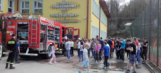 Ćwiczenia strażaków i próbna ewakuacja w Szkole Podstawowej nr 2 w Przysietnicy (ZDJĘCIA)