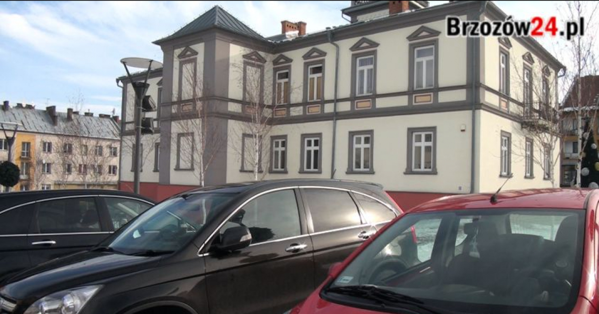 BRZOZÓW: Radni chcą strefy płatnego parkowania. Miasto przygotowuje projekt na 150 miejsc (VIDEO)