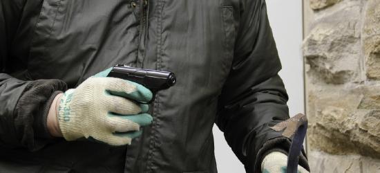 BRZOZOW24.PL KRONIKA POLICYJNA: Chojrak z bronią, pijani kierowcy i niewybuch