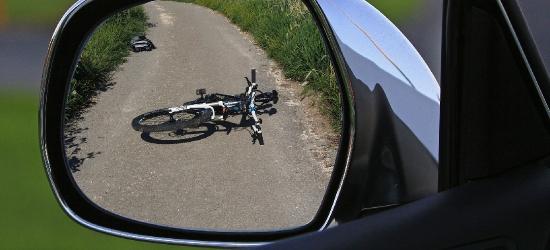 Potrącił rowerzystę i uciekł. Naprawił lusterko i pojechał do pracy