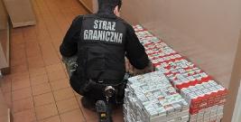 Ponad 2250 paczek papierosów z przemytu o wartości 31 tysięcy złotych (ZDJĘCIA)